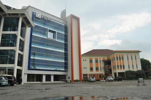 UM Surabaya