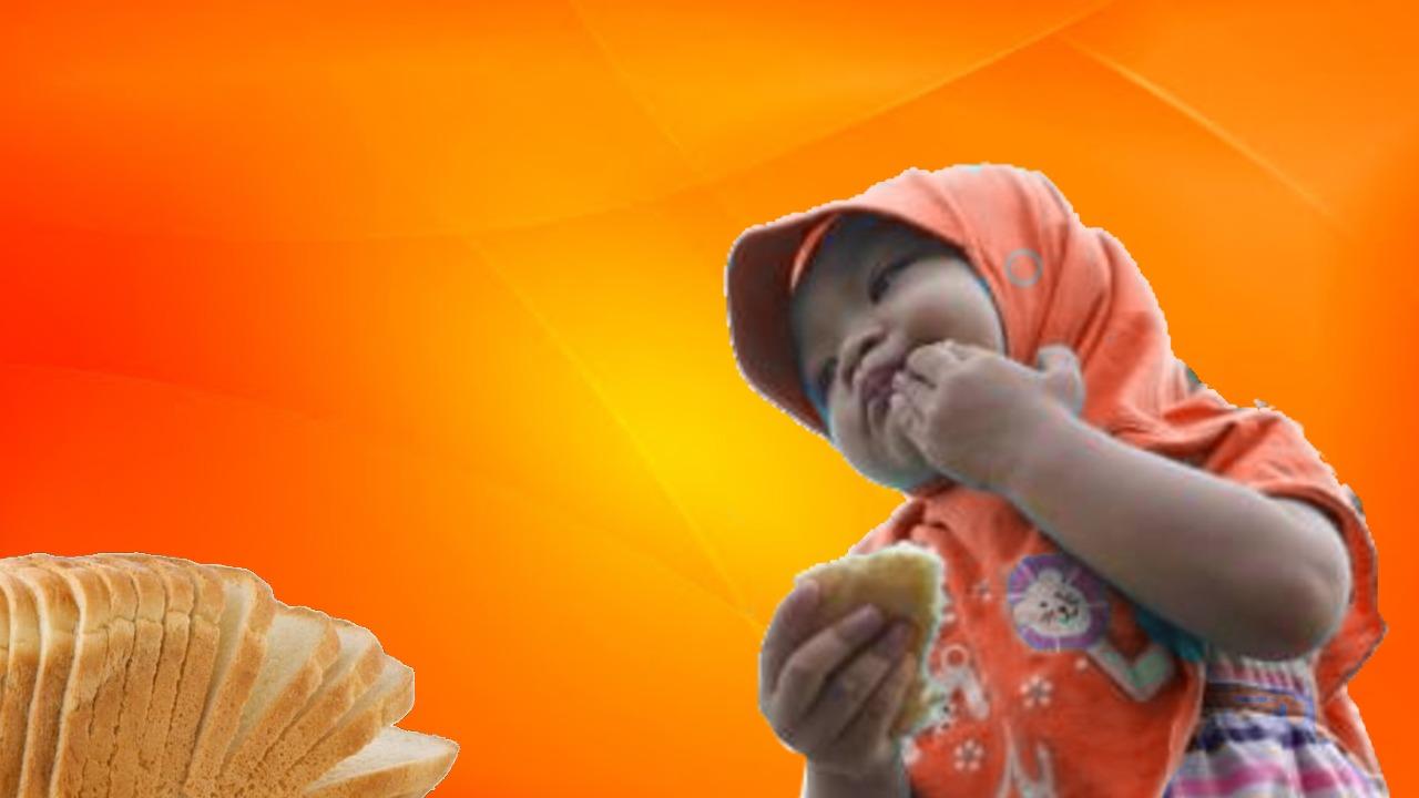 gadis muslimah makan roti