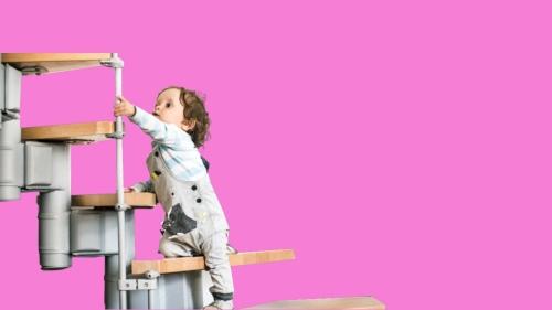 anak naik tangga edit