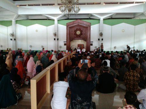 Izza_Hadirin-memenuhi-masjid