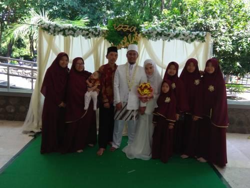 Izza_Keluarga-Iman-bersama-mempelai